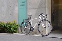 ツーリング 白い自転車