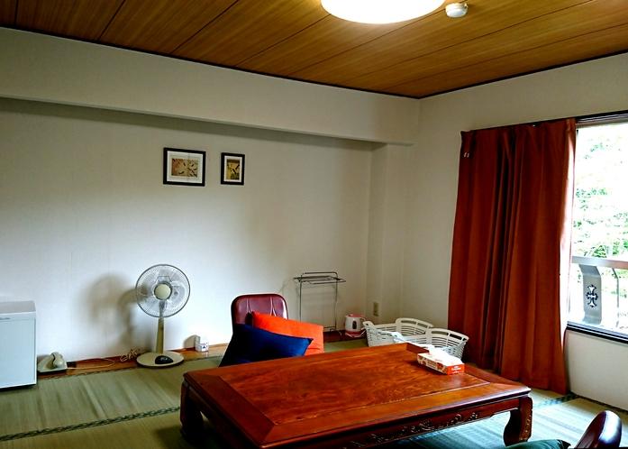 和室9畳の部屋。