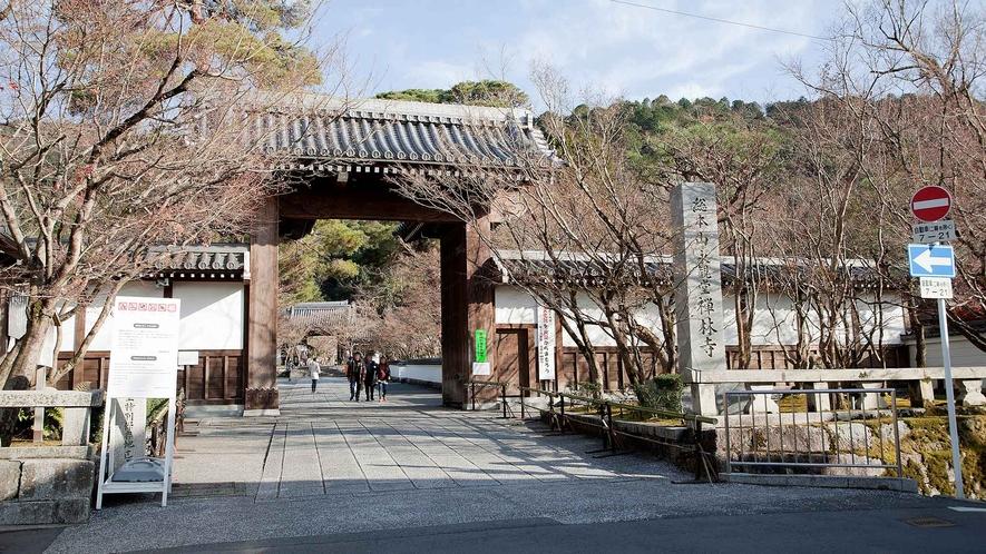 ・永観堂:紅葉の名所として広く知られています