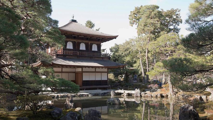 ・銀閣寺:室町時代後期に栄えた東山文化を代表する建築と庭園は必見