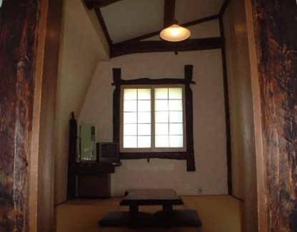 古木を使った落ち着いた和室での一時を。(現金特価)