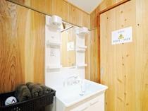 【洗面台】STAFF ONLYの部屋はリネン室のため立入りはご遠慮くださいませ