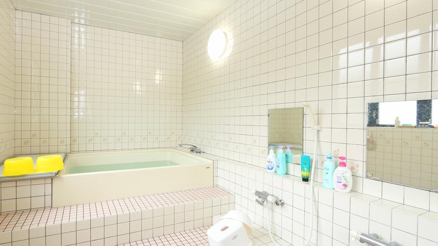 清潔感あるれるタイル張りのお風呂です!