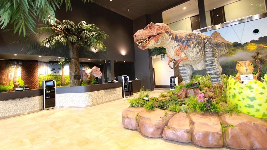 ロビー:全長7m大迫力の恐竜ロボット!