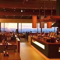 バイキングレストラン「あがらんしょ」 幅15mのパノラマウィンドウからは会津の城下町を一望できる