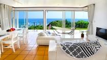 ≪1棟≫リビング 開放的な大きな窓から見える海が圧巻