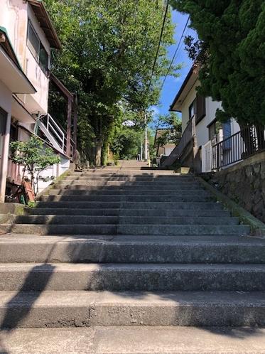 宿へ続く参道の階段