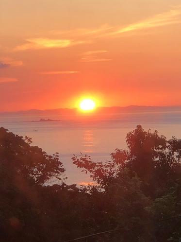 地平線に昇る朝日