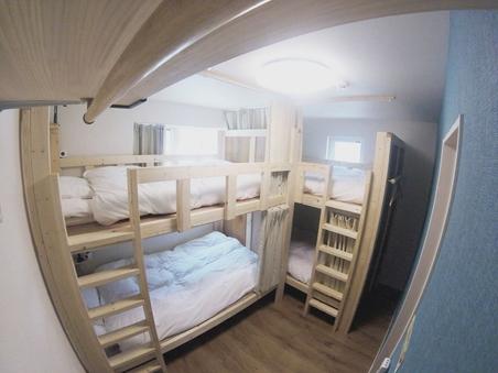 エコノミー4人部屋(個室)