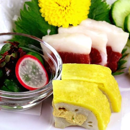馬刺し、辛子レンコン、ひともじのグルグル。熊本の郷土料理をお愉しみください。