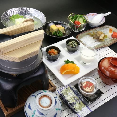 【朝食】契約農家から仕入れたこだわりのお米を釜土でふっくら美味しく炊き上げます♪