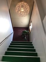 館内2F入口階段