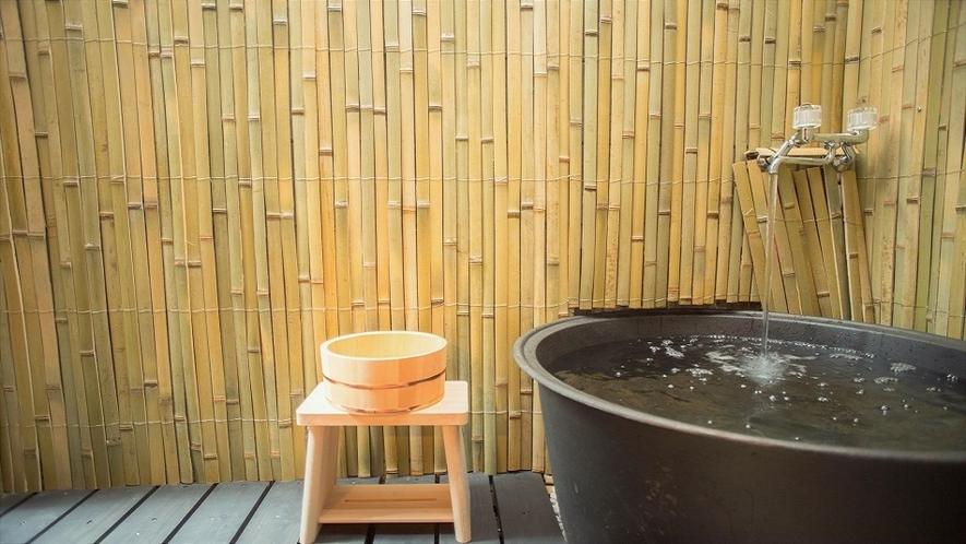 露天五右衛門風呂この鋳物の五右衛門風呂は昔からの制作方法で作られています。       さびは鋳物の