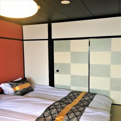 襖が魅力的な寝室