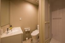 客室シャワーとトイレ