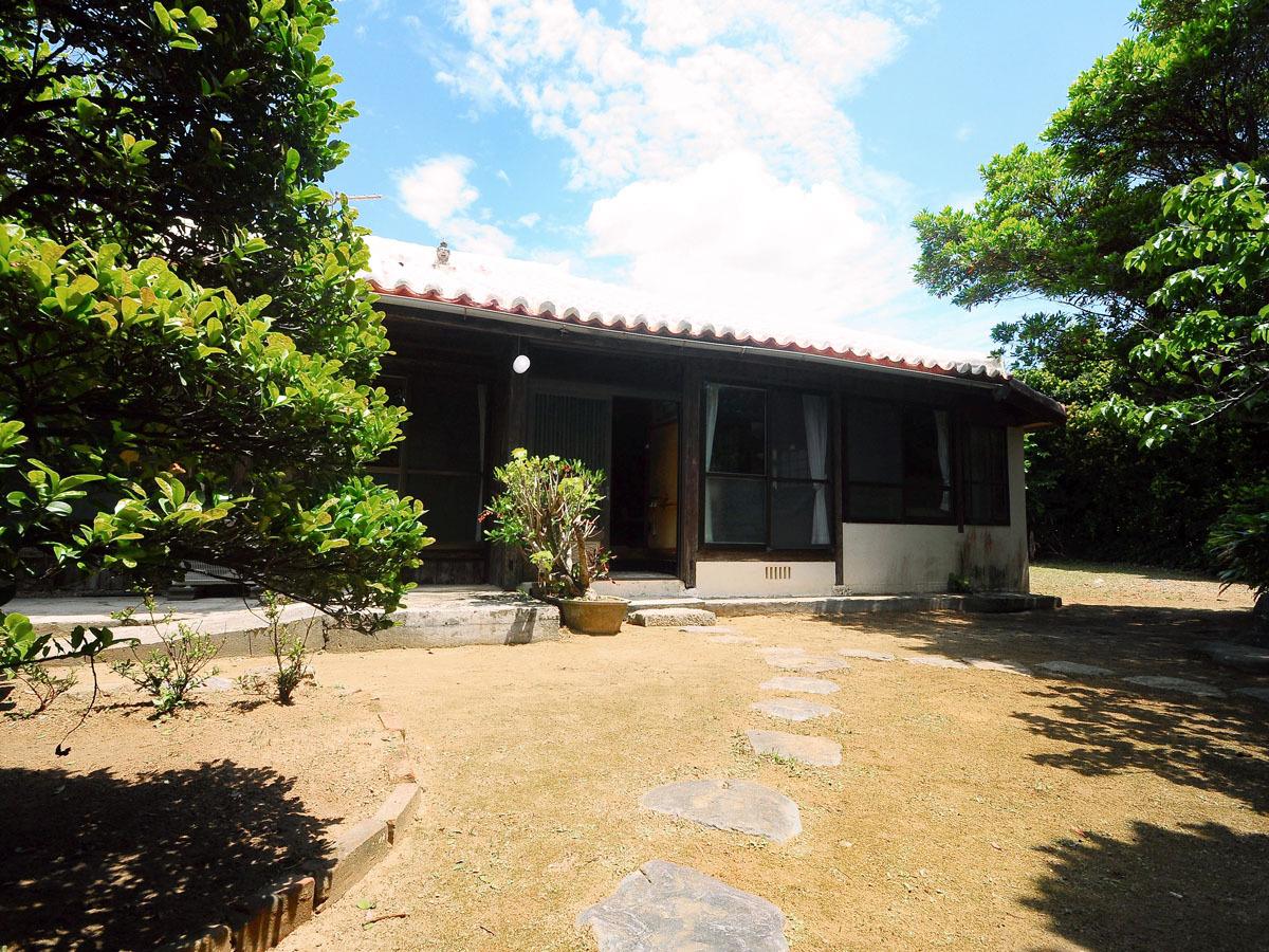 【外観】沖縄らしい伝統的な造りになっています。