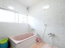 【バスルーム】改装してピカピカのバスルームになりました。
