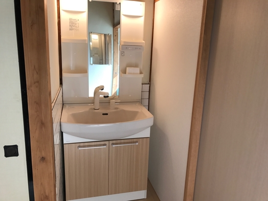 女性専用ドミトリー 素泊まりプラン Wifi無料、館内シャワー、キッチン、洗浄器付トイレ完備