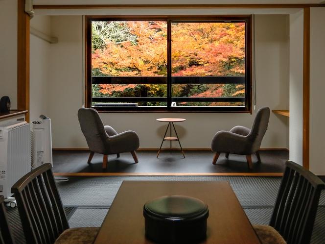 客室からの眺め(紅葉)