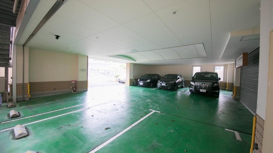 駐車スペースは9台分ございます。ご予約は承っておりません。