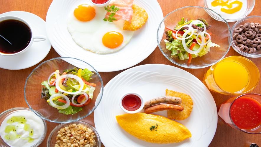 シェフ特製の美味しい選べる朝食(洋食)朝食会場にてお召し上がりいただけます 7:00 a.m.~10