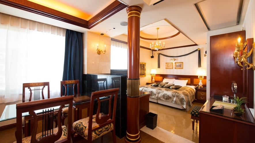 2台のベッドは離れて配置されており、プライベートを確保できます