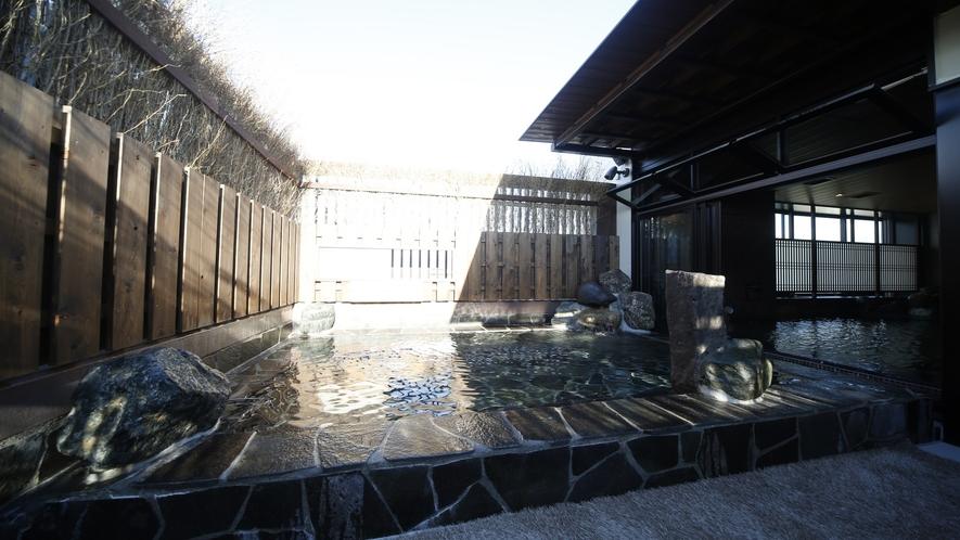 【男子】露天風呂(湯温:42~43℃)