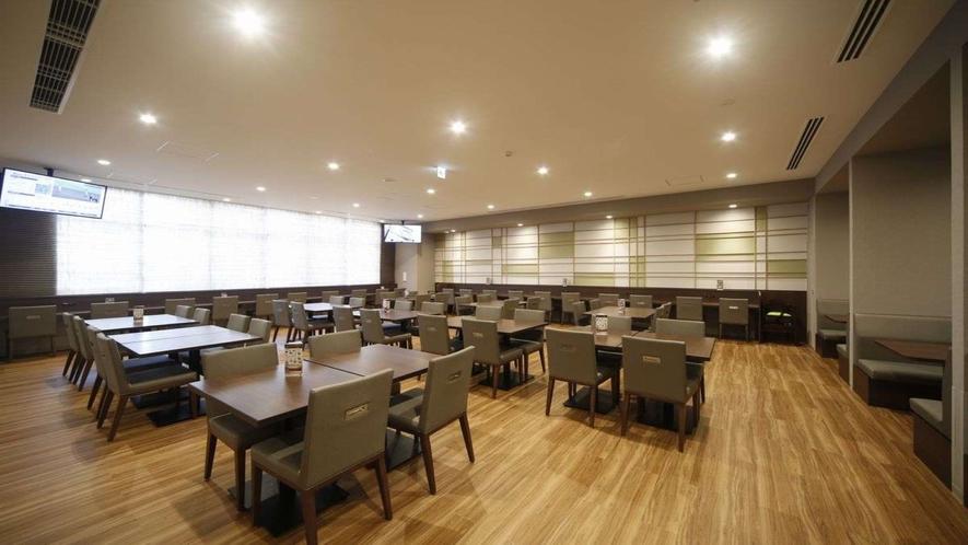 ■朝食会場【HATAGO】 開放感溢れる朝食会場 全87席