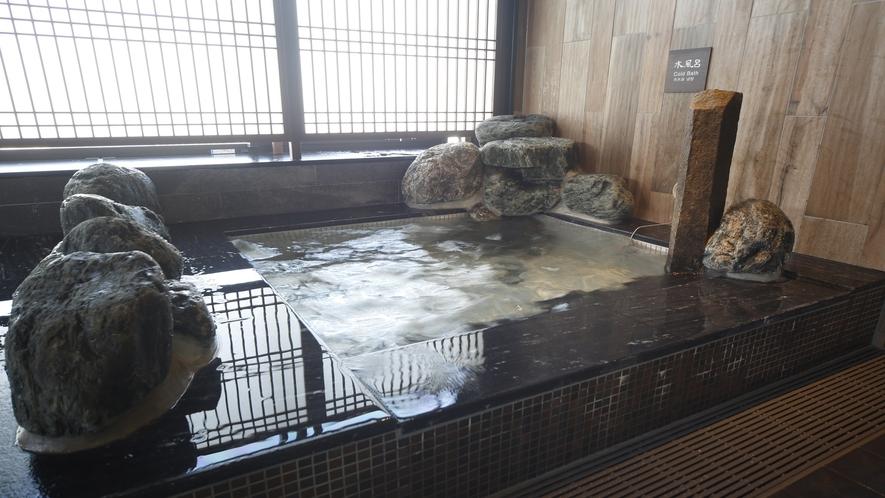 【男子】強冷水風呂 (水温:12~13℃)