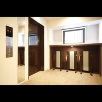 ■ズボンプレッサー(各客室階)