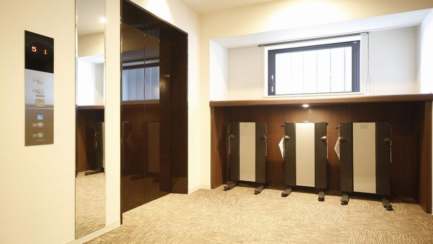 ■ズボンプレッサー 2~8階エレベーターホールにてご用意しております。