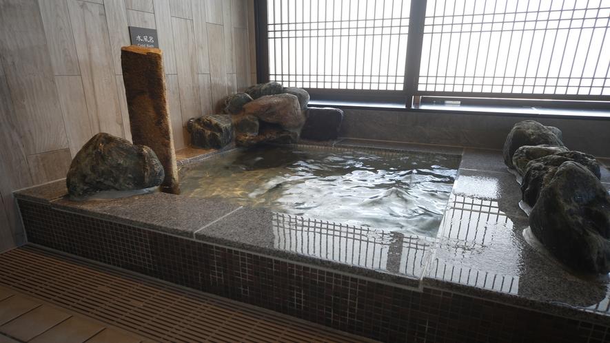 【女子】強冷水風呂 (水温:12~13℃)
