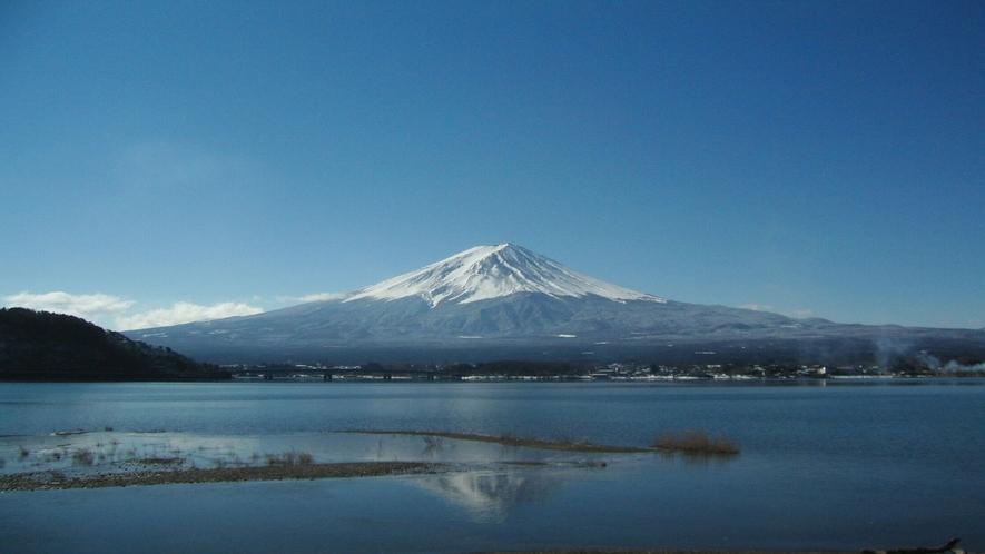■富士山と河口湖<冬>(写真提供:富士河口湖 観光課)