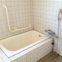 【バリアフリーお風呂一例】身体が不自由な方も安心してご利用いただけます。