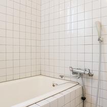 *【コテージ一例】トイレとセパレートなので、ゆっくりお入りいただけますよ。