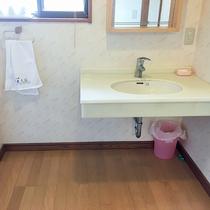【バリアフリー洗面所一例】身体が不自由な方も安心してご利用いただけます。