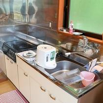 *【コテージ一例】充実した設備のキッチンも備えております。