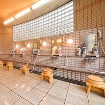 *【大浴場(男湯)】広々とした洗い場。