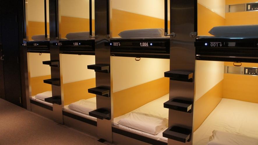 カプセルインミナミ 六本木 ベッド外観