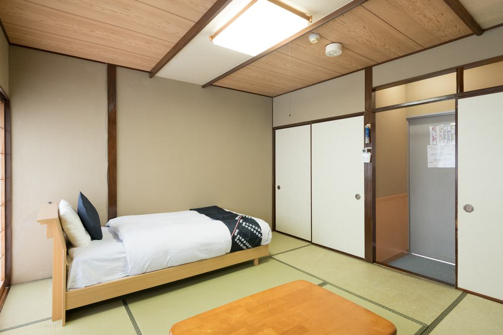 和室シングルベッドタイプ4人部屋