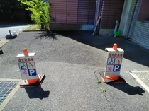妊婦さんやご高齢の方、お体が不自由な方はホテル前のスペースに車を停めていただけます!