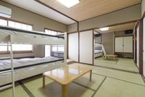 2段ベッドが1台ずつ入った計16畳のお部屋です♪