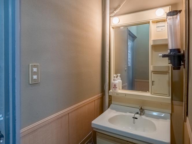 和室シングルベッドタイプ4人部屋 洗面台