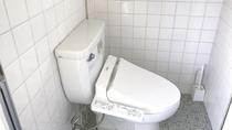 ・トイレは温水洗浄便座付