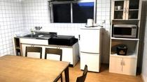 ・キッチンには冷蔵庫や電子レンジなどを完備