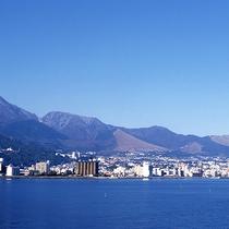 別府湾、山と海が楽しめます!当館より徒歩約2分程度の場所から楽しめる眺望もございます。