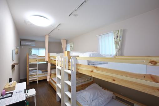 5〜6名様用個室(2段ベッドのお部屋)