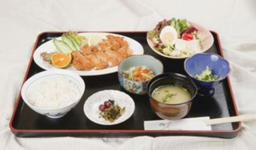 女将手作りのおまかせ日替わり定食。¥1,100~(税込み)