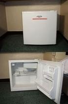 客室には空冷蔵庫完備。