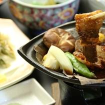 自家製の朴葉味噌と猪肉の相性バツグン